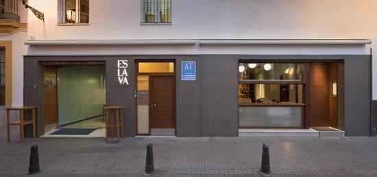 Apartamentos Espacio Eslava: Bar, Restaurante y Apartamentos ESLAVA