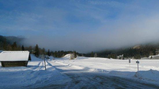 Schloss Elmau:                   Langlaufgelände mit Blick Richtung Garmisch-Partenkirchen