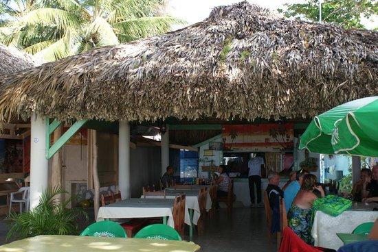 Ristorante Issamar : Le restaurant Issamar est ouvert sur la plage