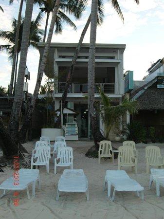 Arwana Hotel & Restaurant:                   Arwana hotel