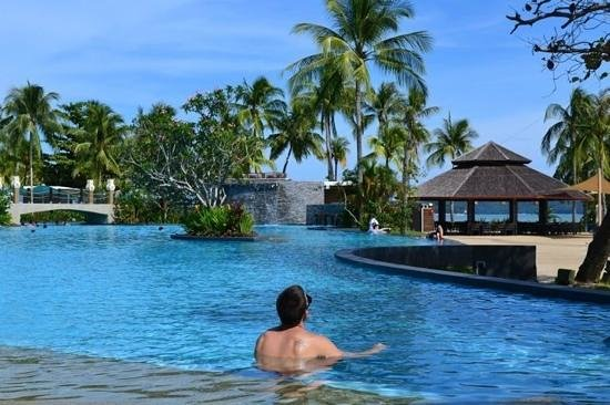Shangri-La's Tanjung Aru Resort & Spa:                   relaxing in the pool.....the one for the big kids!