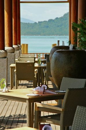 An Lam Ninh Van Bay Villas:                   View across some tables in the seaside restaurant