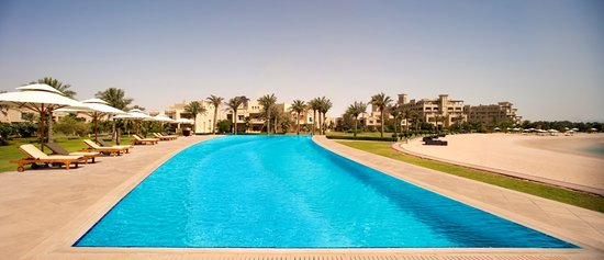 Grand Hyatt Doha Hotel & Villas: Infinity Pool