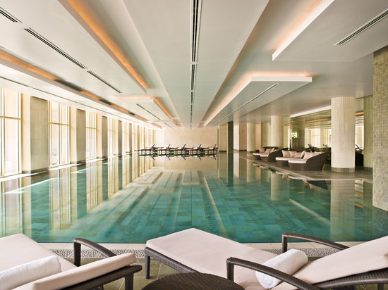 Grand Hyatt Doha Hotel & Villas: Indoor Pool