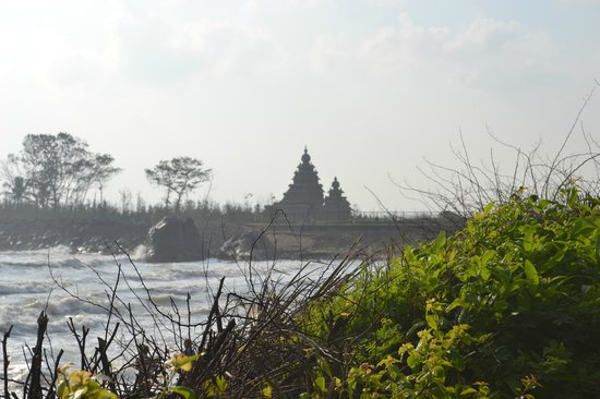 Sea Breeze Hotel : View of Shore Temple from Hotel's Lawn