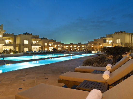 Grand Hyatt Doha: Infinity Pool - Night Shot