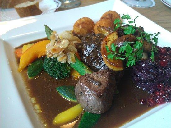 Restaurant im Hotel Huberwirt am 26.01.2013 - Rehkeule zu Euro 16,50 :-))