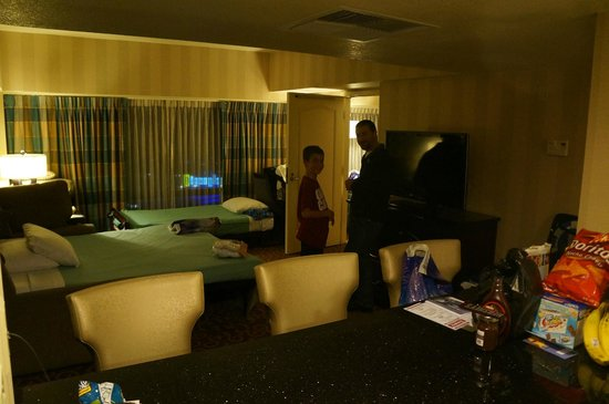 Disneyland Hotel: Living Room of 1 bedroom suite