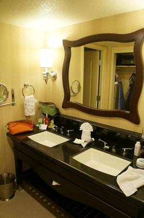 Bathroom Of 1 Bedroom Suite Picture Of Disneyland Hotel Anaheim Tripadvisor