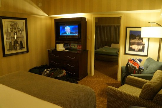 Disneyland Hotel: 1 bedroom suite bedroom area