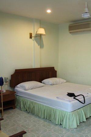 Kasemsuk Guesthouse:                                     room