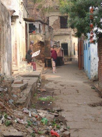 Eden Halt:                   Das Hotel liegt in einer kleinen Straße weitab vom Trubel. Wer sich von dem Dr