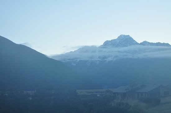 Mt Cook Lodge and Motels: Foggy, Very Early and so Cold