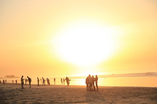 Safari Garden Hotel:                                     Fajara Beach - busy with locals