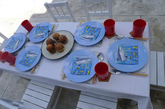 Luna2 Private Hotel: Children's table