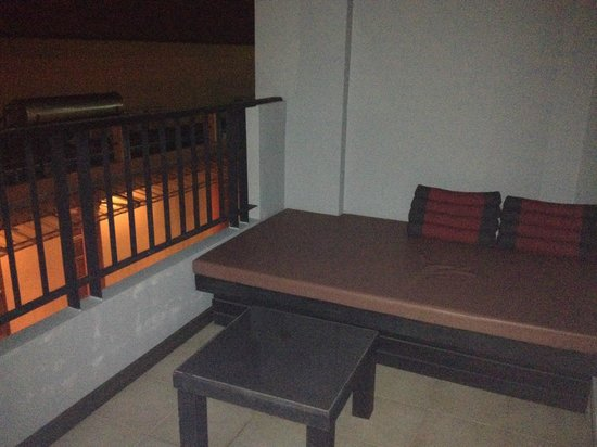 Casa Del M, Patong Beach:                                     bad balcony