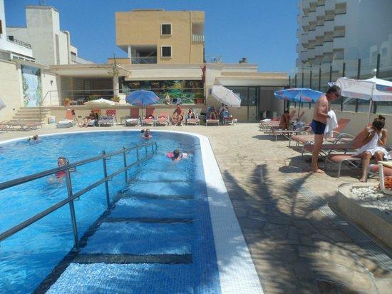 Biniamar: Pool area 