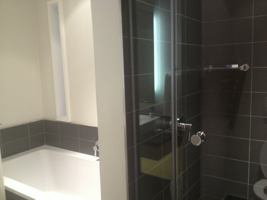 Atlantic Beach Hotel:                   Bathroom