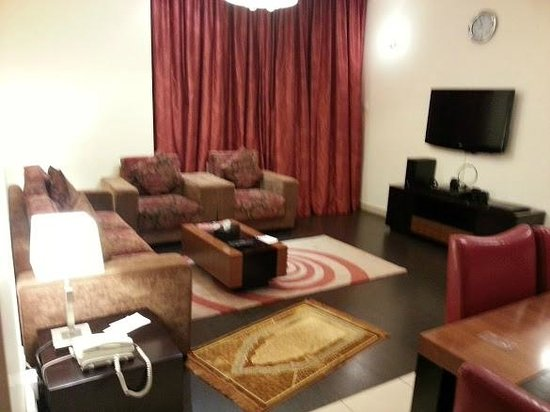 Dunes Hotel Apartments Oud Metha:                                                                                           Living