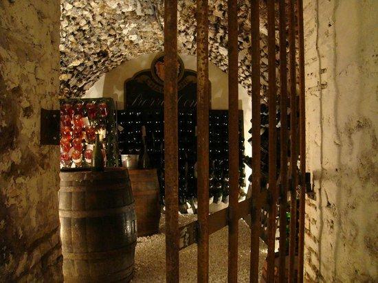 Champagne Domi :                   la cave toute illuminée.
