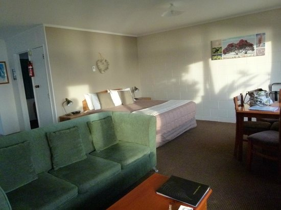Harbour View Motel: The main room