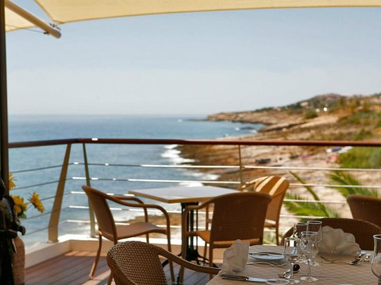 Luz, Portugal: Reserve your table early if you want this view. . .