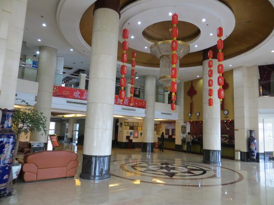 Dongfeng Hotel :                   Lobby.