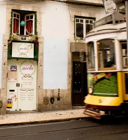 Melu Beaute et Esthetique:                   The place I went in Lisbon with my friend for a manicure and pedicure