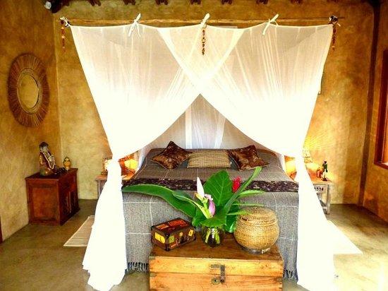 """Cor da Terra:                   Quarto maravilhoso da suíte """"Terra Bali'"""