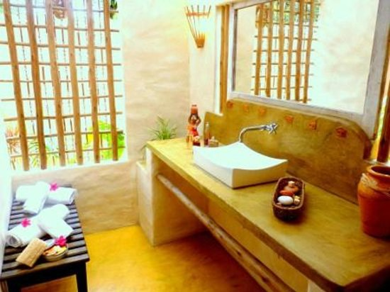 Cor da Terra:                   maravilhoso espaço banheiro e ducha aberto sobre jardim