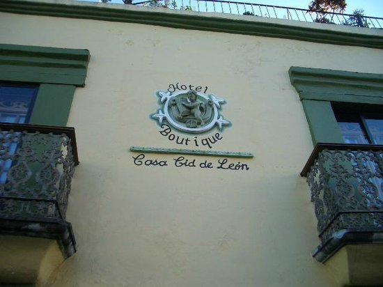 Casa Cid de Leon :                   facade
