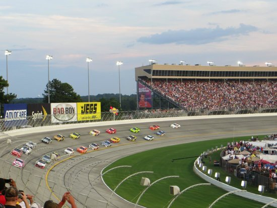 Atlanta Motor Speedway: Good view of the track banking