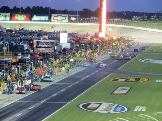 Atlanta Motor Speedway : Pit lane activity