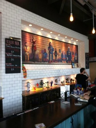 Grindhouse Killer Burgers: Ambiance