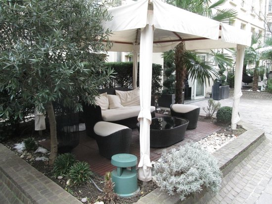 Hotel Les Jardins du Marais: terrasse