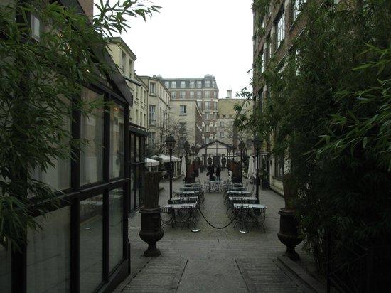 Hotel Les Jardins du Marais: la rue intérieure