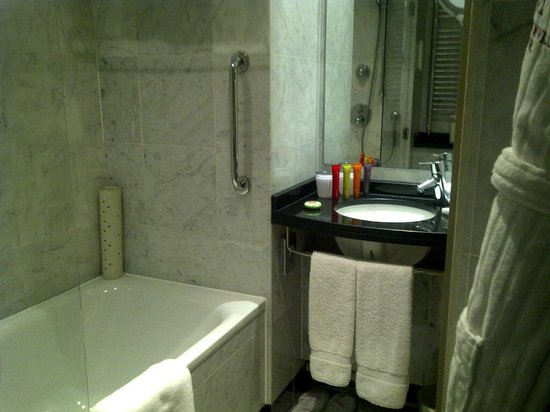 The Mandeville Hotel : Bathroom