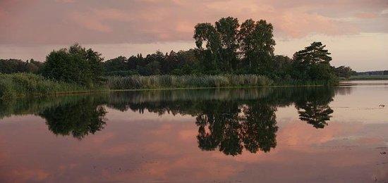 Hedenlunda Slott: Hedenlunda lake