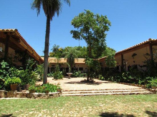Los jardines de aregua paraguay opiniones y for Jardines de olimpo