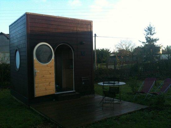 Carre d'Etoiles Paleine:                                                                         La cabane et sa terrasse