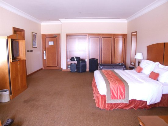 Al Raha Beach Hotel: Room