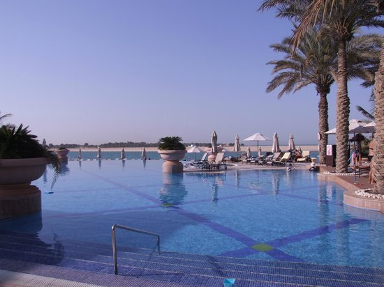 Al Raha Beach Hotel: Pool area