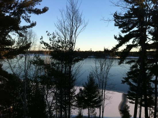 Lake Lauzon Resort & Marine: View from nearby Public beach