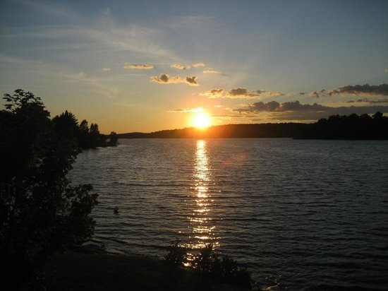 Lake Lauzon Resort & Marine: Sunset from our Boat Launch
