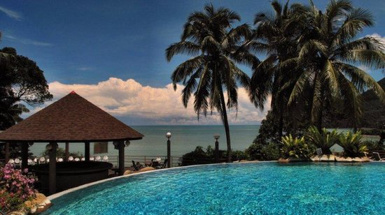 Damai Beach Resort: Hilltop pool