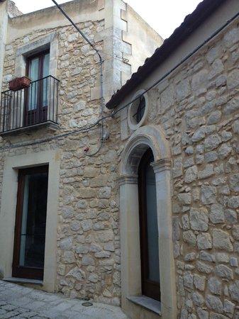 Locanda Don Serafino:                   Vista dalla strada