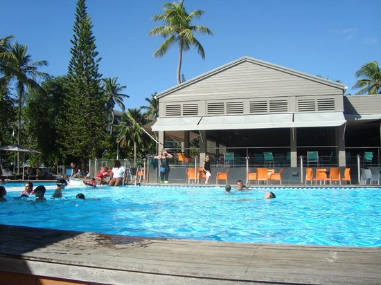 La Creole Beach Hotel:                   vue sur piscine & bar