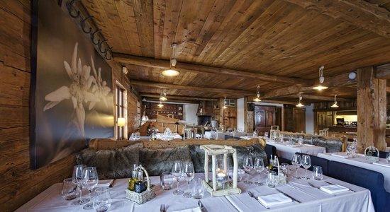 Int rieur restaurant foto van le chalet des praz la clusaz tripadvisor - Interieur chalet berg foto ...