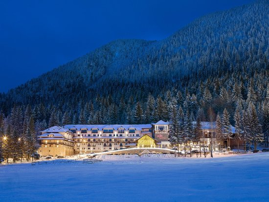 Ana Hotels Sport Poiana Brasov: Exterior View by Night