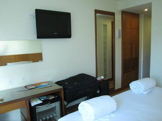 Mar Ipanema Hotel:                   Desk Area / Flat screen TV / Closet